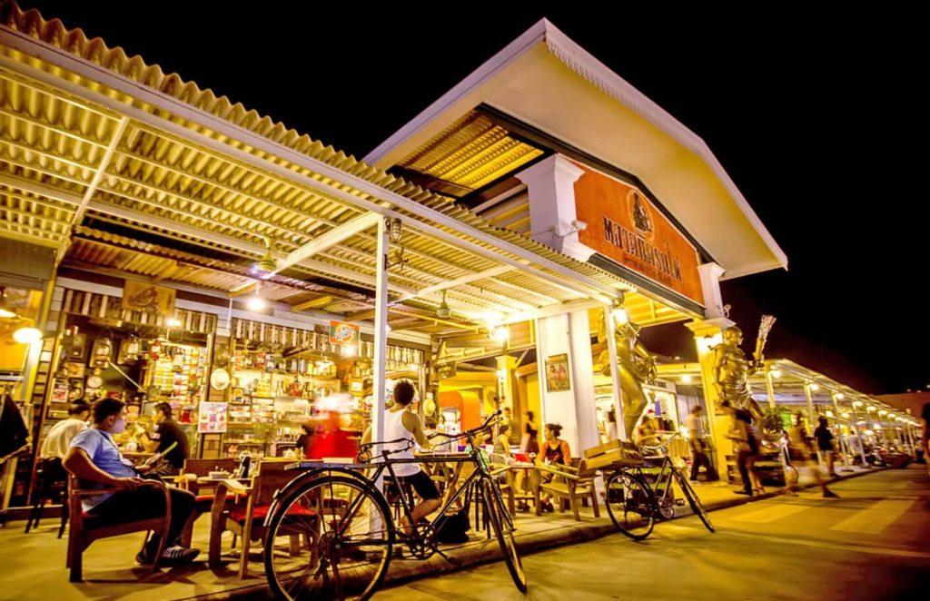 Rot Fai Market